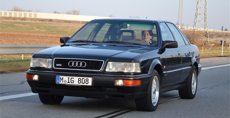 Der Audi V8 4.2 leistet 280 PS und verteilt die Kräfte dank quattro-Antrieb auf alle vier Räder.