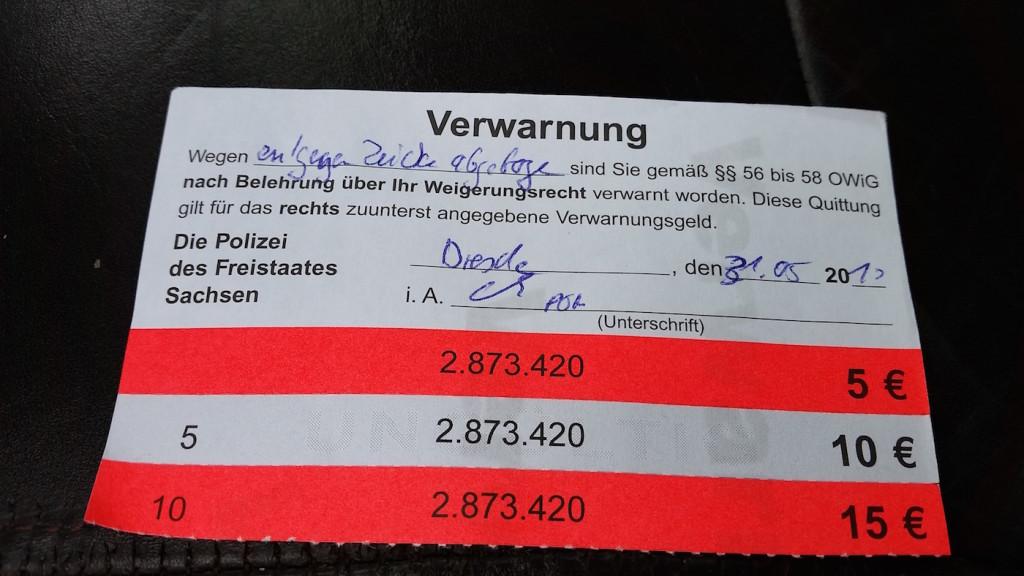 Den Strafzettel kassiert die Yacht für die verbotene Steuerbord-Wende.