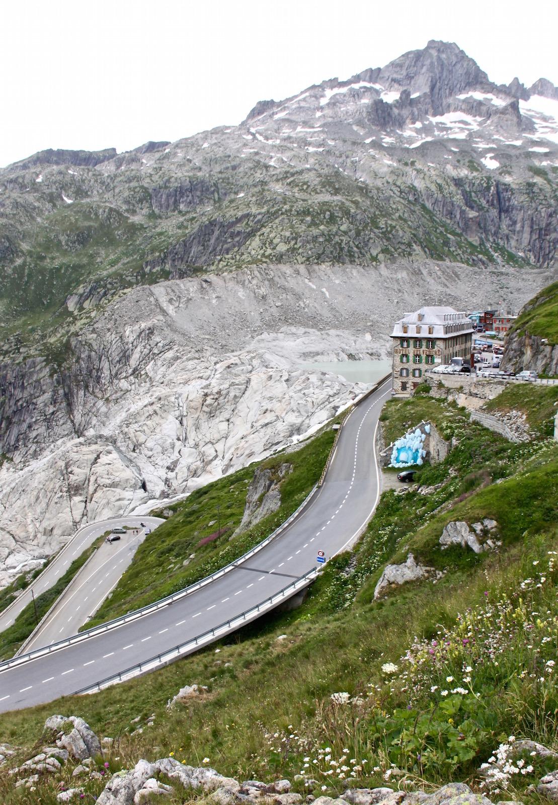 Wie mächtig sich der Rhône-Gletscher einst am Hotel Belvedere ausbreitete, lässt sich heute nur noch erahnen. Das Eis hat sich schon weit zurückgezogen.