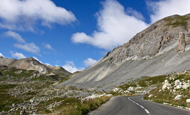 Einsame Straßen und grandiose Panoramen lassen das Fahrerherz höher schlagen.