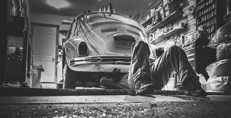 Der VW Käfer ist der beliebteste Oldtimer in Deutschland. Die Oldtimerfahrer, die noch selbst schrauben, nehmen hingegen ab.