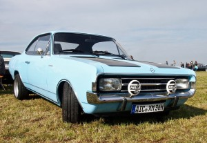 Wunderschön: Opel Rekord in Babyblau mit Hella 130.