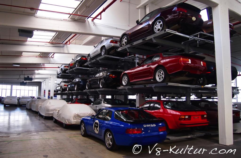 Die Heiligen Hallen von Porsche sind ein sakraler Ort - hier hängen die Ikonen nicht an der Wand, sondern thronen auf Regalfachböden.