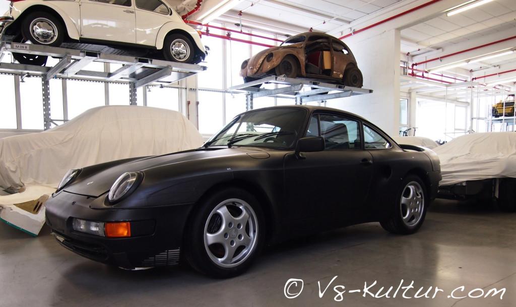 Der Porsche 965 war eine reine Fahrstudie. Insgesamt wurden 16 Exemplare gebaut, wovon 15 verschrottet wurden.