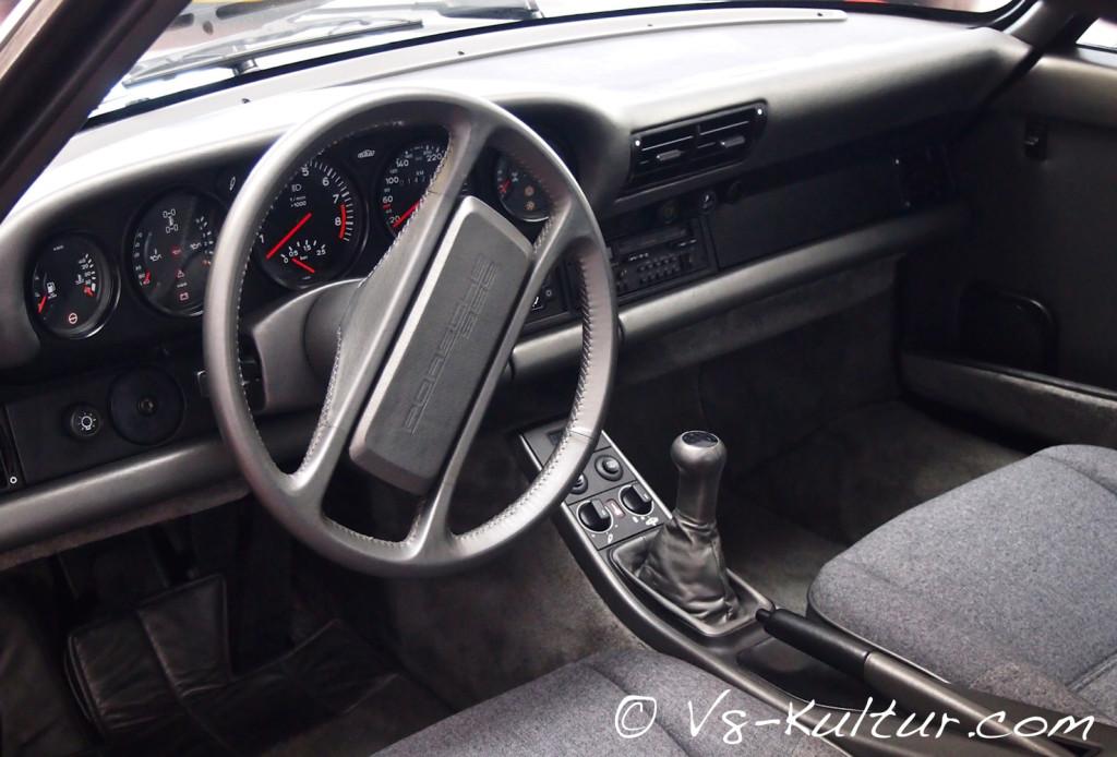Der Porsche 959 gilt als Technologieträger, mit variablem Allradantrieb, Reifendruckkontrolle und verstellbarem Fahrwerk.