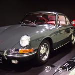 """Der """"Ur-Elfer"""" ist der direkte Nachfolger des 356 und hieß ursprünglich Porsche 901. Da Peugeot dreistellige Nummern mit einer """"0"""" in der Mitte für sich beansprucht, wird aus dem 901 der Porsche 911."""