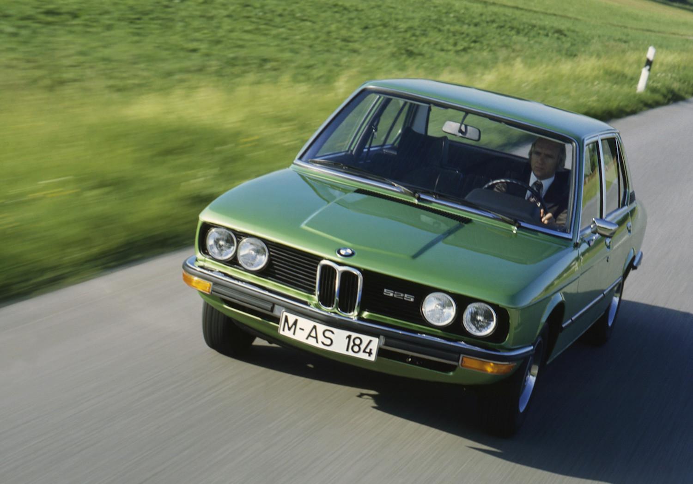 """Mit dem E12 präsentiert BMW den ersten 5er - der Nachfolger der """"Neuen Klasse""""."""