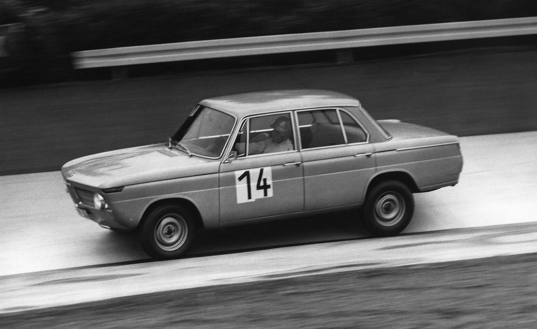 1965 erscheint mit dem BMW 1800 TI/SA die bisher stärkste Modellvariante als Basis für den Motorsport.