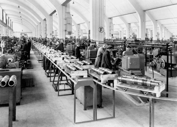 """Die Auseinandersetzung des Unternehmens BMW mit dem Kapitel """"Zwangsarbeit"""" verlief lange Zeit zu zögerlich und - im Vergleich zu anderen Automobilherstellern - zu intransparent."""