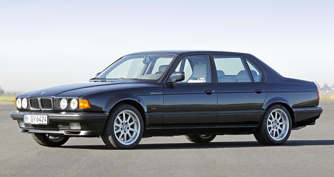 Auf dem Genfer Automobilsalon lässt der BMW 750i die Hüllen fallen: das erste Zwölfzylinder-Modell aus deutscher Produktion seit Kriegsende.