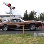 Wenn 400 PS an der Hinterachse drücken, trägt der Pontiac Firebird die Nase schon mal oben.