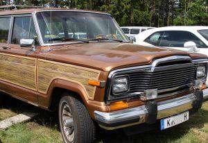 Einen Jeep Wagoneer kriegt man selten auf Oldtimer- und US-Car-Treffen zu sehen, erst recht, wenn er in so einem guten Zustand ist.