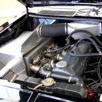 Mit einem raffinierten System aus Luftleitblechen bekommt die Schwarze Witwe immer frische Luft in die Vergaser; die heiße Abluft der Abgaskrümmer wird ausgesperrt.