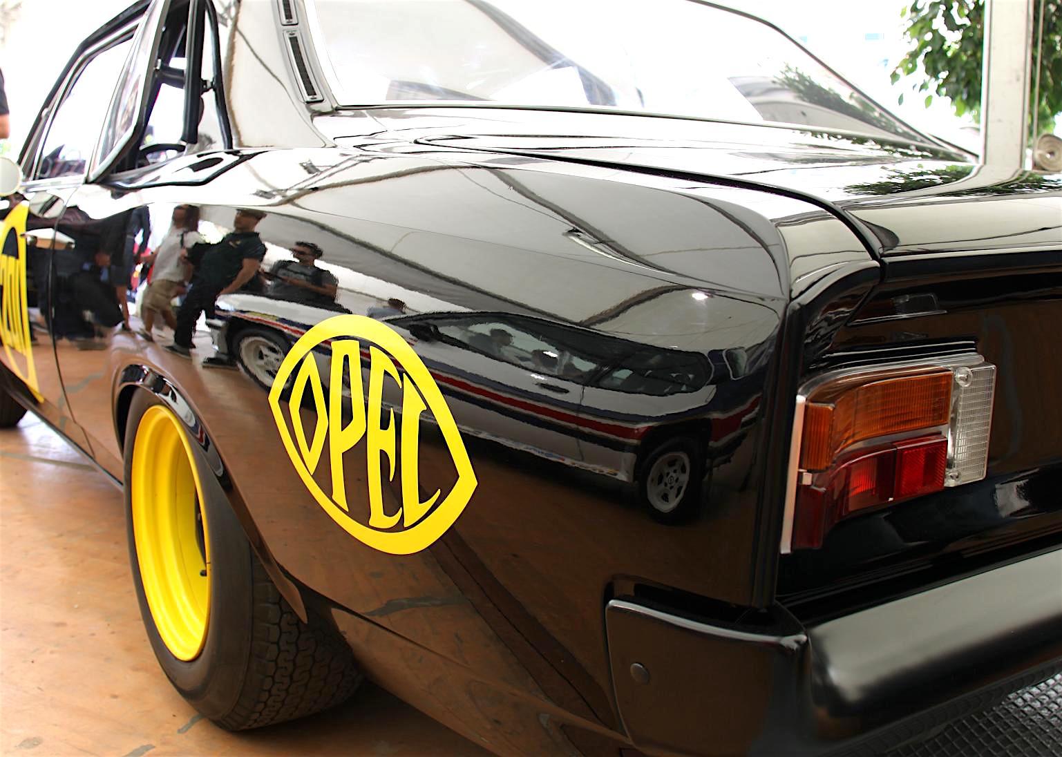 Schnell, stark, schwarz – schüchterne Zurückhaltung gehört nicht zu den Attributen der Schwarzen Witwe von Opel.