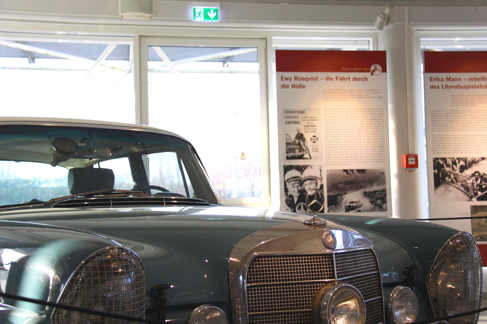 Mit einer Luxuslimousine auf die Rallyepiste – Ewys Heckflosse kann man in der Central Garage bewundern.