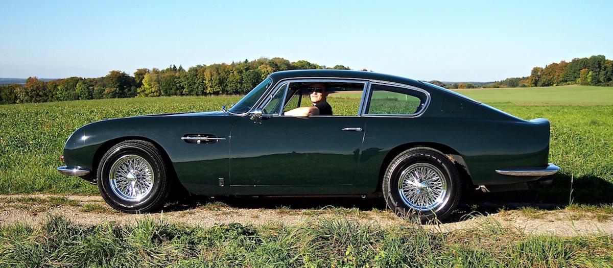 Sebastian liebt das italienische Design des Aston Martin DB6 Vantage
